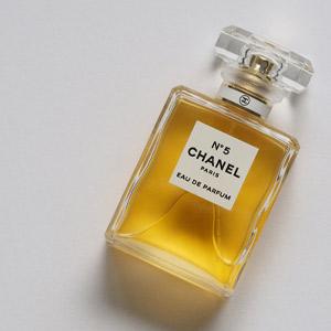 香水の種類 パルファム・トワレ・コロンの違い、どんな付け方がいいの?